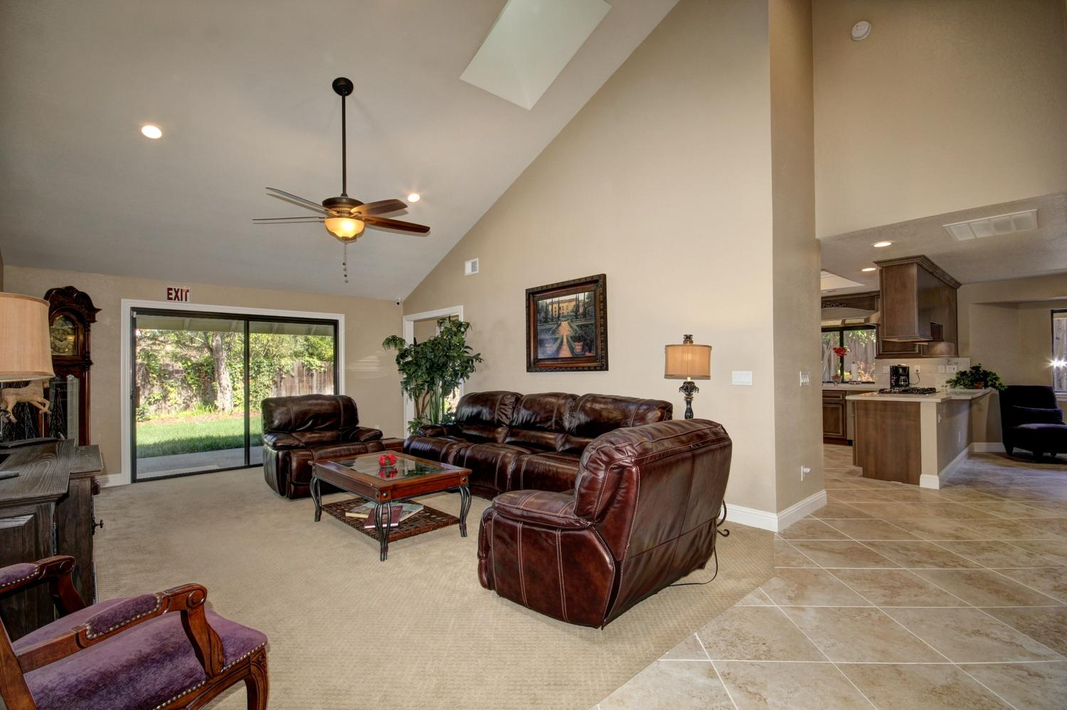 1105 Nob Hill Ct Roseville CA-large-004-6-04-1500x999-72dpi