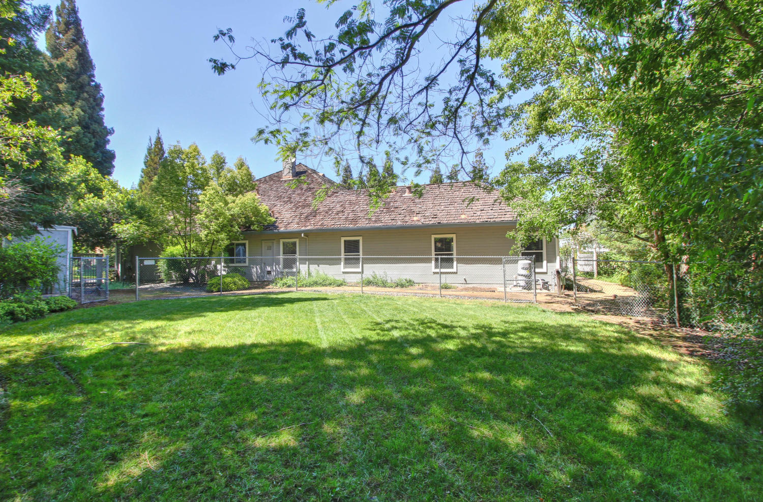 3594 Old Country Ct Roseville-large-042-40-42-1500x988-72dpi