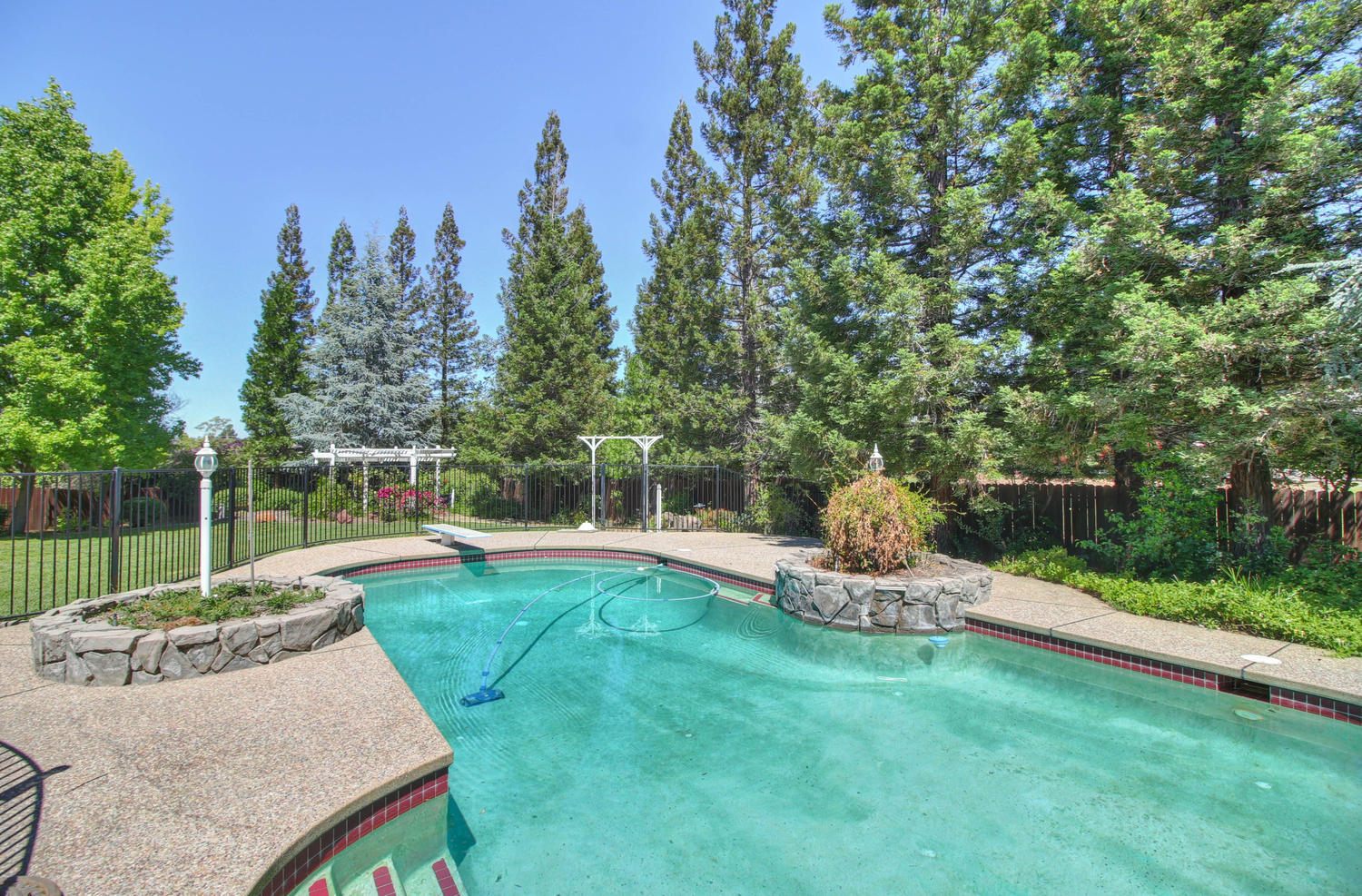 3594 Old Country Ct Roseville-large-044-44-44-1500x988-72dpi